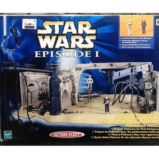 PODRACER HANGAR BAY STAR WARS EPISODE 1