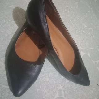 Gap black shoes