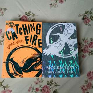 Buku Catching Fire dan Mockingjay (English ver)