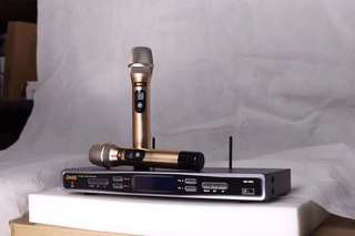 BMB UHF Wireless Microphone 200 Channel