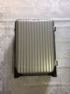 RIMOWA HANDCARRY SIZE