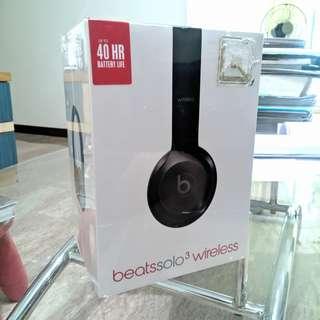 BNIB Beats Solo 3 Wireless Gloss Black