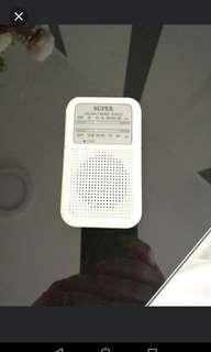 收音機九成新
