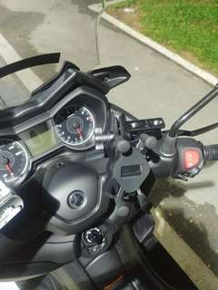 MWUPP Handphone Mount installed on Yamaha Xmax300