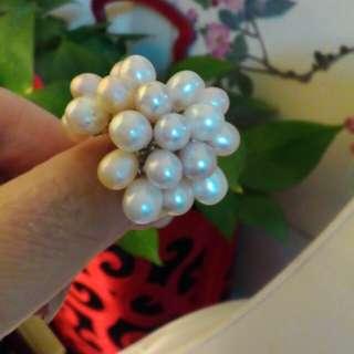 🚚 ^_^米粒珍珠滿滿戒指。不過敏鋼。繞指約6公分。隨意分享嘍!