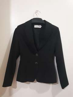 BLACK BLAZER ACCENT