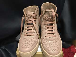 99% new Gucci leather shoes