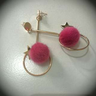 Anting fashion pom pom