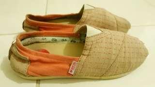 Sepatu wakai orange