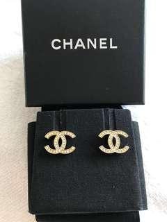 Chanel earrings 經典款淡金耳環