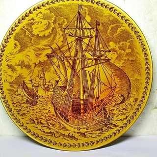 aaL皮商旋.已稍有年代日本製直徑長約14.7公分海上帆船造型瓷盤擺飾!--值得收藏!/6房樂箱18/-P