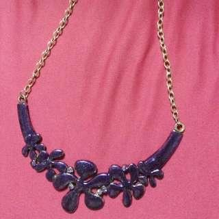 紫色項鍊一條