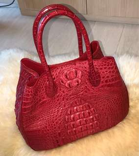 紅色鱷魚皮手袋
