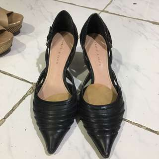 CHARLES AND KEITH BLACK POINTED HEELS