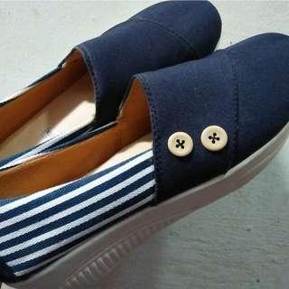 Sepatu blaster biru