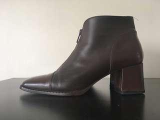 🚚 Vintage Designer black high heel boots shoes