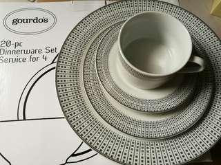 Gourdo's Dinnerware Set