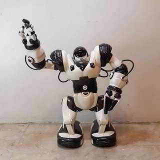 First Gen Robosapien X (Rare Humanoid Toy Robot)