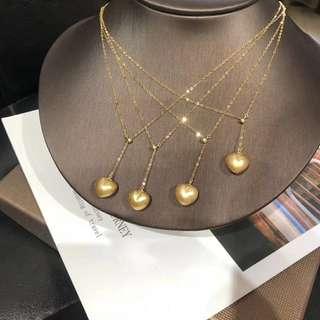 天然愛心️狀南洋金珠 一年產量只有6000顆,能達到做飾品的1000顆都不到 11-12mm,細微生長紋。18K金調節鏈、簡單T恤都能搭配出新時尚。且買且珍惜。