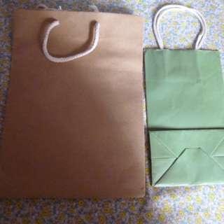淨色紙袋 5 個 ( ie 冇牌子的 )
