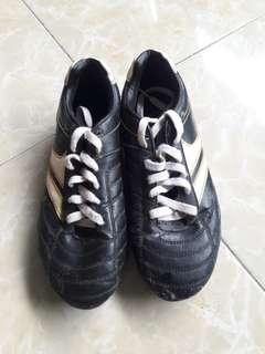 Sepatu Bola merk League