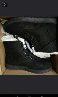 Women winter boots for sell