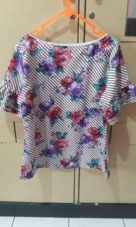 Baju bunga bunga bagus di pakai 1x aja