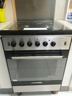 La Germania Gas Range and Range Hood