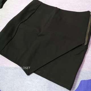 Overlap Side-zipped Mini Skirt