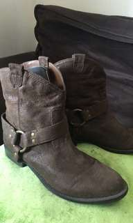 Used once Mossimo Cowboy Suede Boots size 7.5