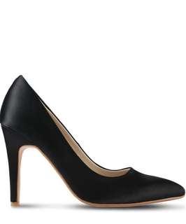 ZALORA 超美黑色緞面尖頭高跟鞋