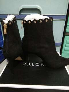 Ankle high boots with eyelet design