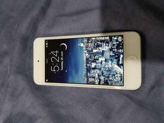Apple iTouch 5th gen. Silver/white 32gb