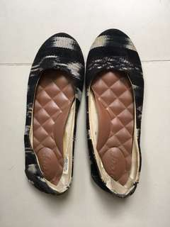 Reef Size 6 Beach Shoes
