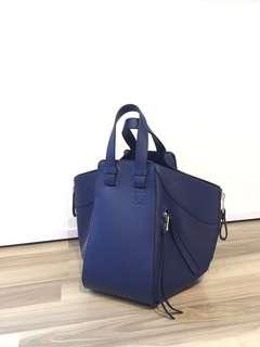 Loewe Bag  Size: 24 x 14 x 30cm 材質:小牛皮 西班牙製造 有原裝麈袋