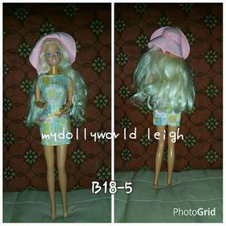 Barbie dolls old edition