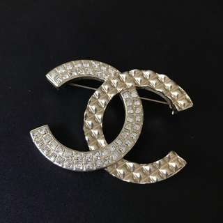 Chanel Logo Crystal Brooch 水晶心口針