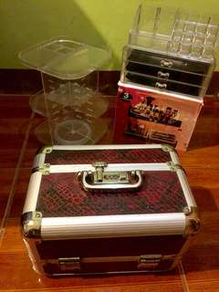 Acrylic and rotating organizer and traincase