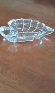 Leaf-shaped tray