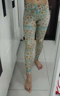 🚚 Teeki Sunrise-Green Hot Pants(絕版品不撞褲)緊身全長褲丶超顯瘦超透氣丶超彈性快乾瑜珈褲 運動褲(XS號)