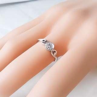 【D-W 香港鑽石世界】全新PT900純白金 14份 簡約時尚鑽石戒指--001120-32