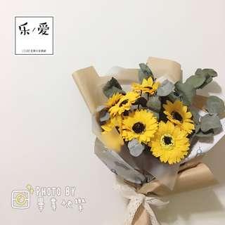 樂愛L'e Love-向日葵香皂花乾燥花束 畢業花束