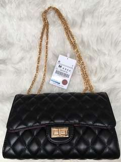 🎀 Original Leather Zara bag 🎀 🎀 羊皮正品 Zara 🎀 Ready stocks 现貨 Rm 109 Big size 26 x 10 x 17cm  有2个款式的扣