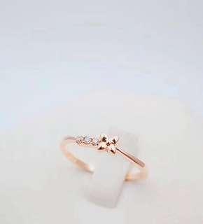 夏天必備 !! 清新款 18K鑽石戒指