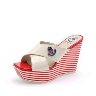 🚚 Daphne/達芙妮甜美Hello Kitty系列撞色條紋坡跟拖鞋全新清倉 挑戰最低價 任選3雙免運費