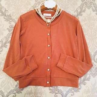 🚚 專櫃日本品牌BYe BYe裸棕橘色 水鑽袖釦 超彈性棉中長袖合身上衣小外套