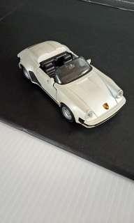Model mobil Porche 911 carrera
