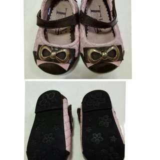 Sepatu pita anak