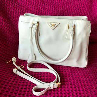 Prada Handbag (one zipper)