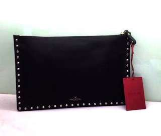 Valentino Garavani Rockstud large flat pouch in Stampa Alce calfskin Black Size:30 x20 Real and New